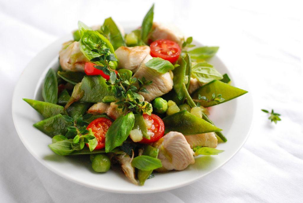 Csirke tavaszi zöldségekkel