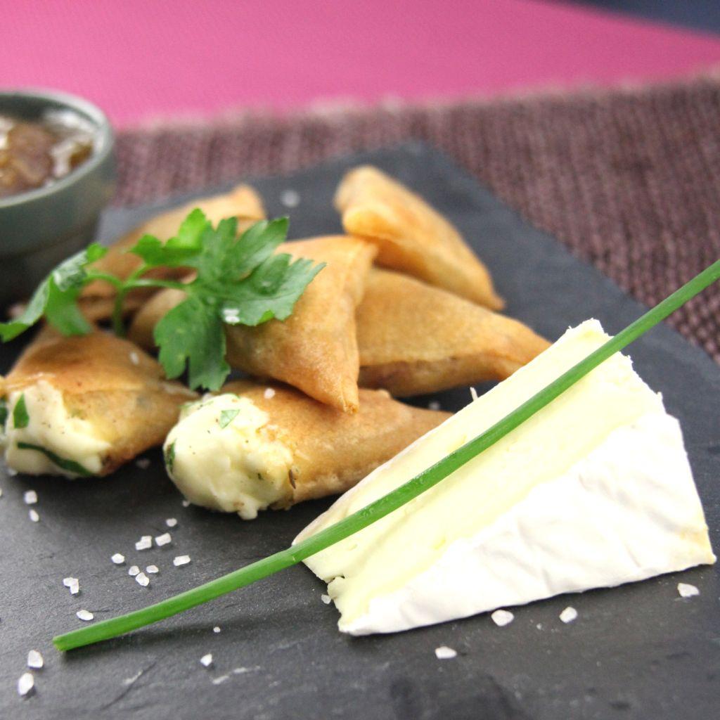Csípős samosa brie sajttal