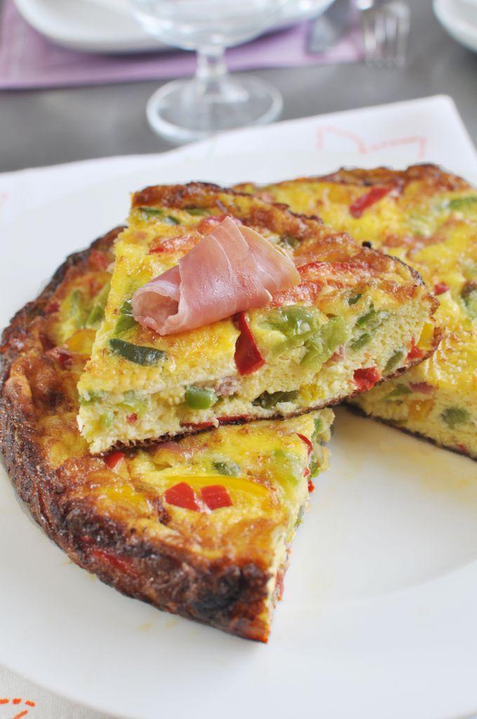 Spanyol omlett pirospaprikával és sonkával