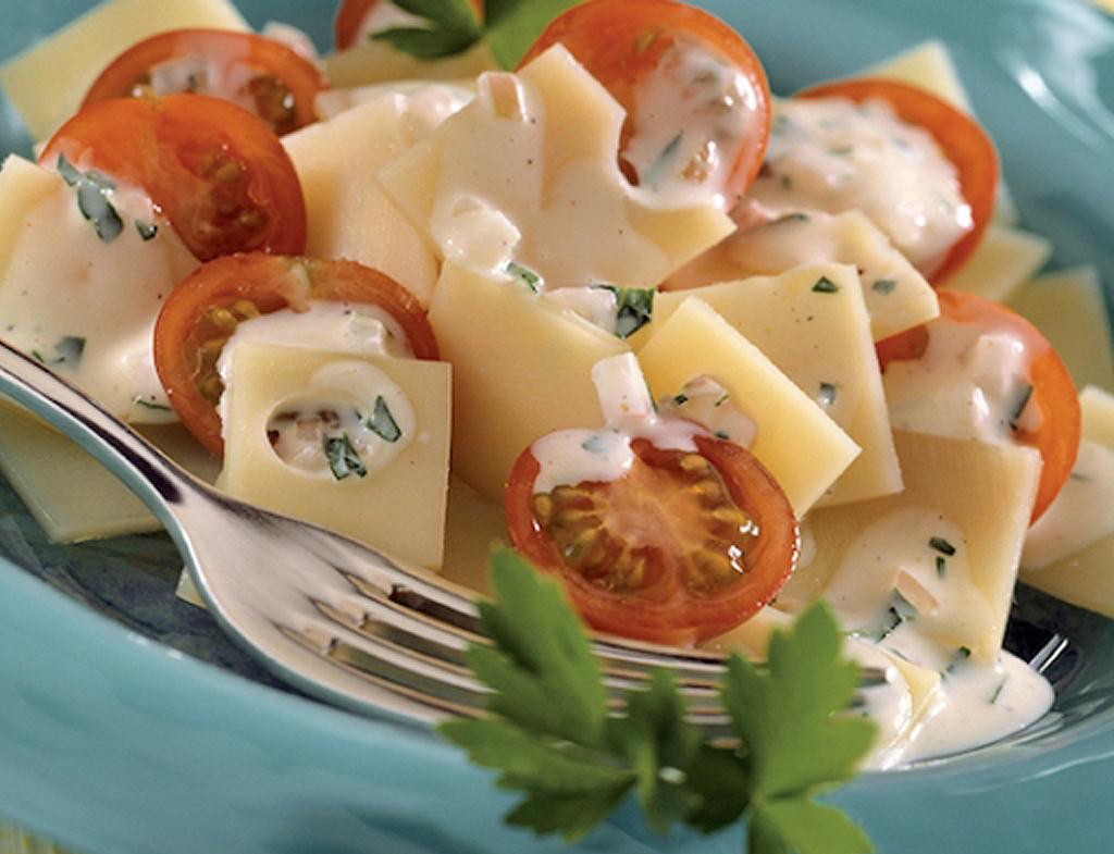 Mustáros saláta Ementáli sajttal