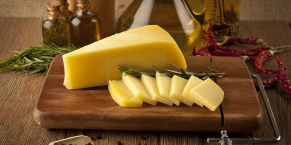 31581351 - cheddar cheese concept photo